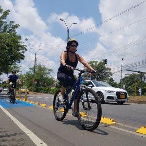 Usuarios de los Bicicarriles avenida cañasgordas
